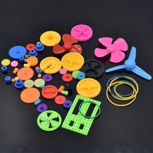 Zestaw 55 plastikowych elementów